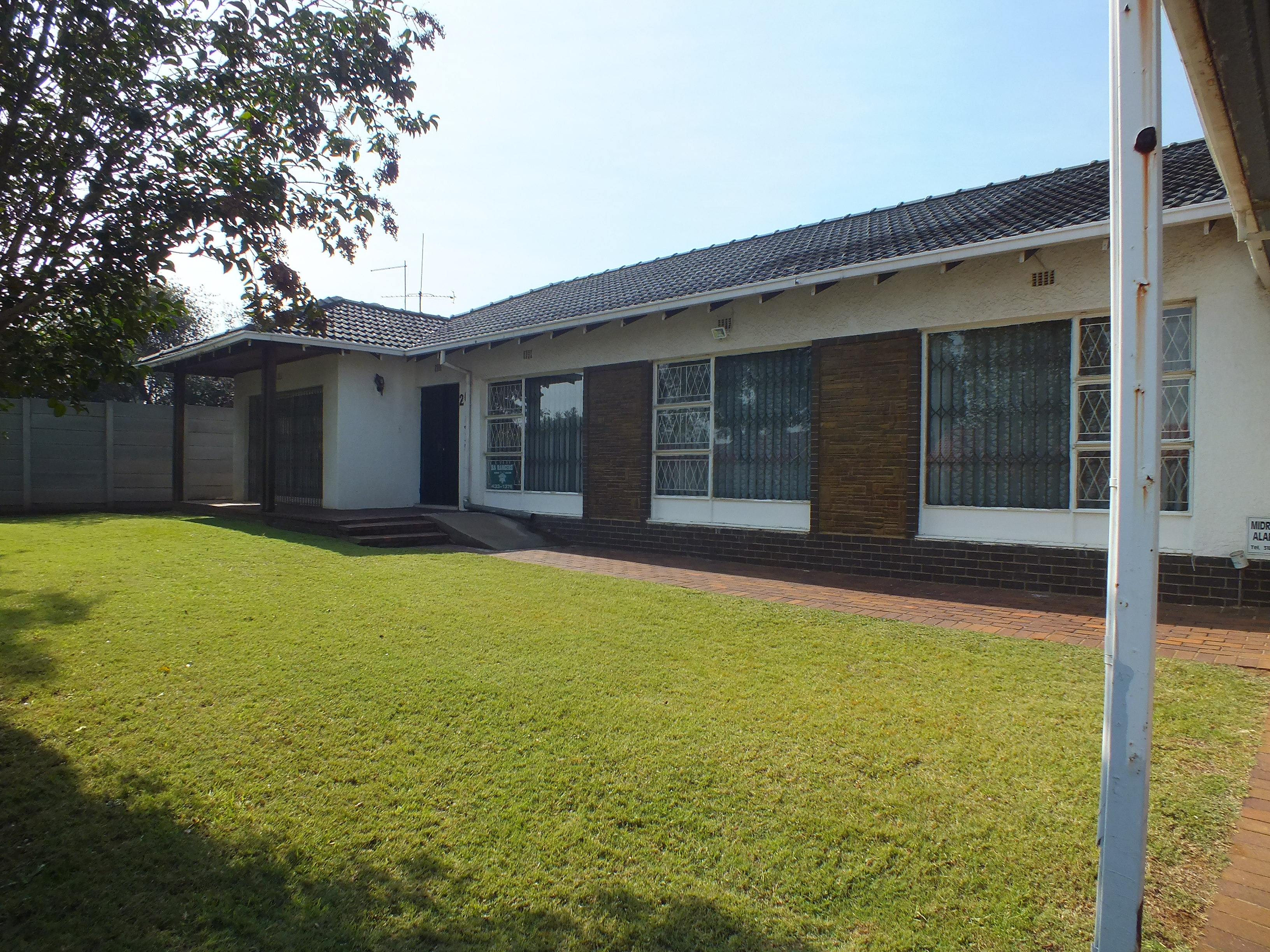 (HOT OFFER) 3 BED HOUSE - RIDGE WAY, JHB