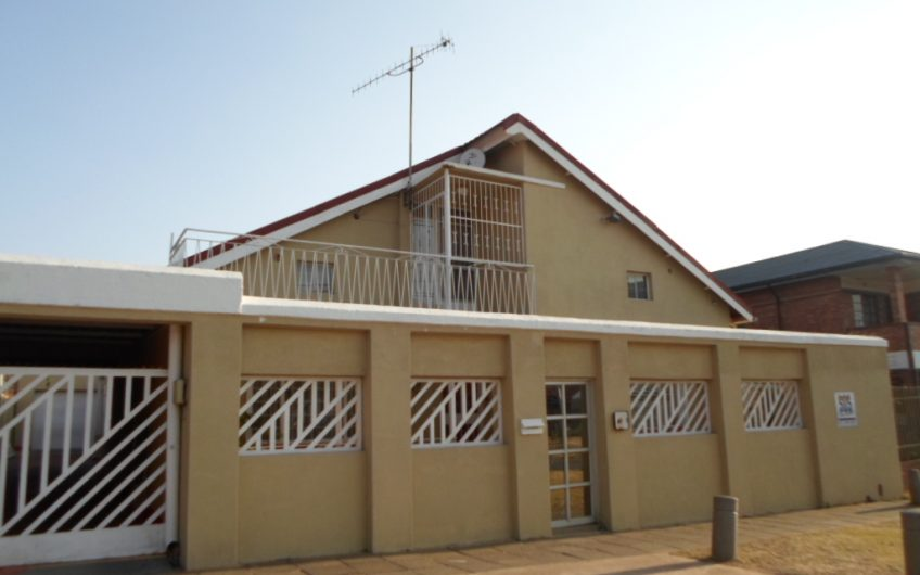 MASSIVE 4 BEDROOMS HOUSE – TURFFONTEIN, JHB SOUTH (PRICE NEGOTIABLE)