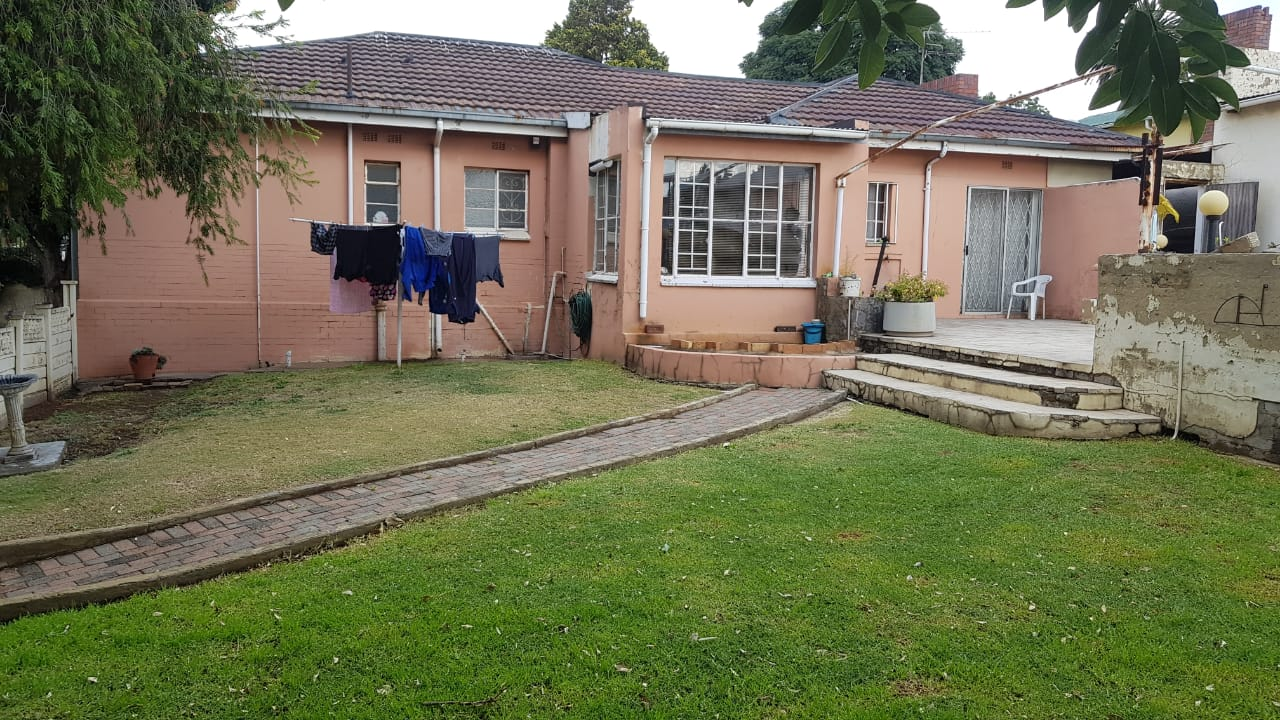 MASSIVE 3 BEDROOM HOUSE - CHRISVILLE JHB SOUTH